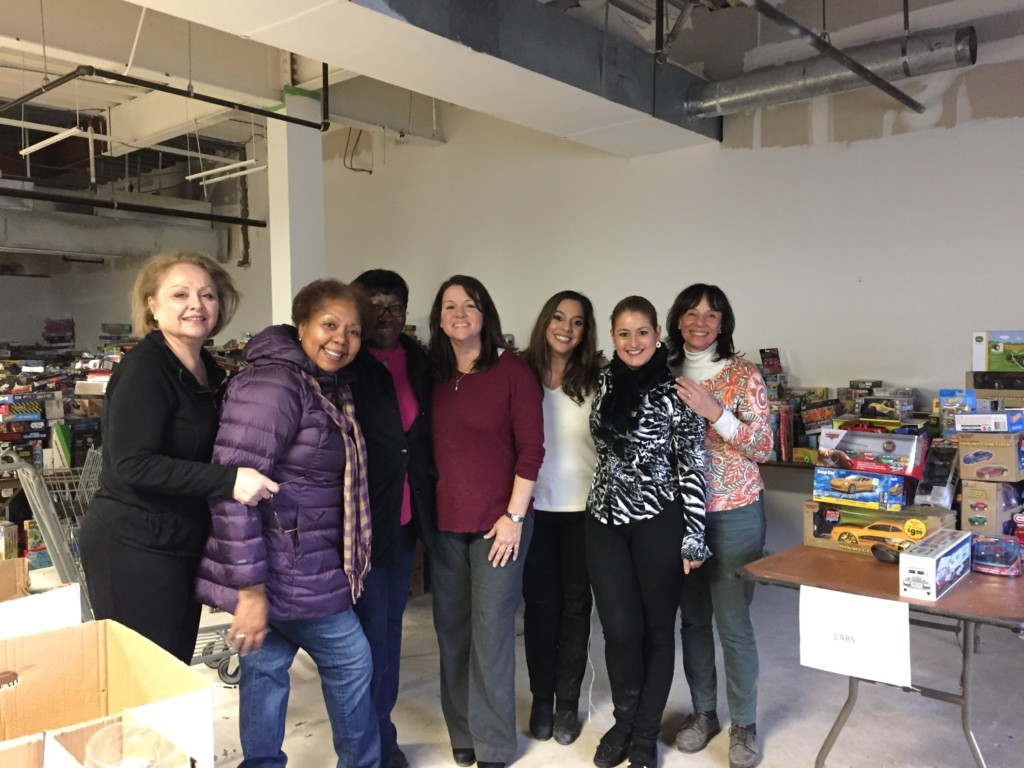 2018 toys for tots warehouse Realty Advantage volunteers